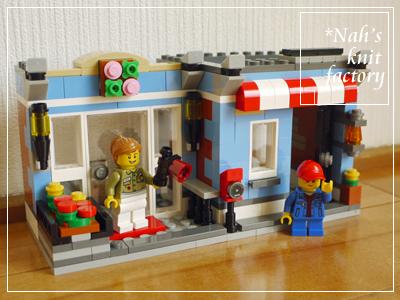 LEGOCornerDeli40.jpg