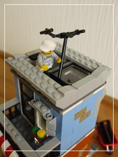 LEGOCornerDeli56.jpg