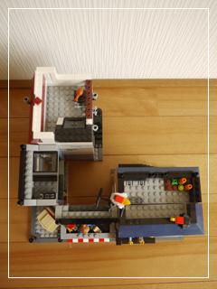 LEGOCornerDeli68.jpg