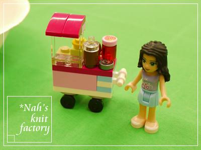 LEGOCupcakeStall06.jpg