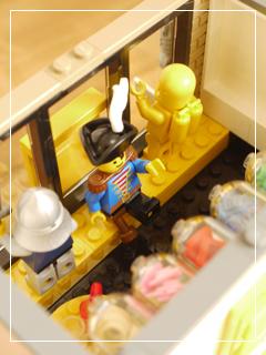 LEGOStore18.jpg