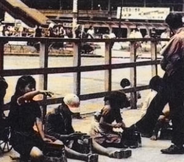 20161129 昭和20年頃の大阪駅東口の靴磨きの少年たち2