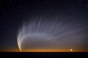 Comet_McNaught_at_Paranal_s.jpg