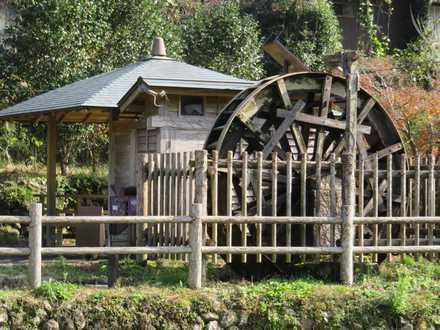 公園の水車 1