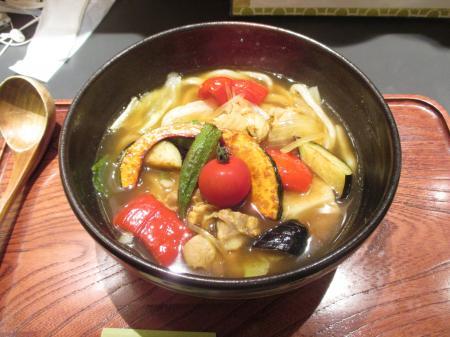 鶏と夏野菜のスープカレーうどん