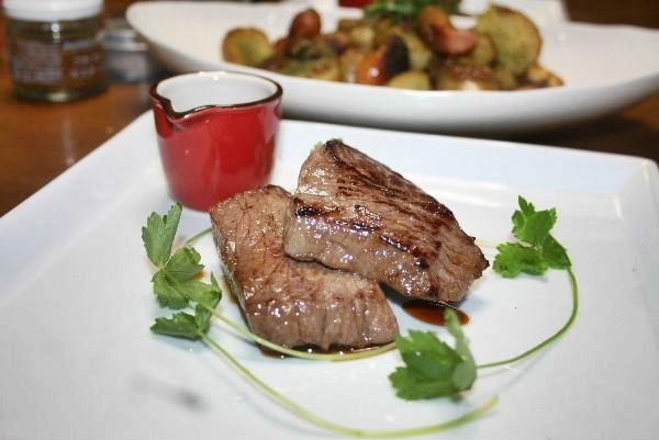 牛もも肉のステーキ