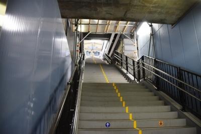 仮設ホームへの階段