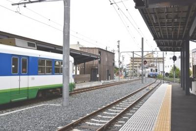 福井鉄道田原町右側相互乗り入れホーム左側折り返し専用ホーム