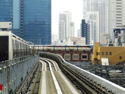 前方に東京モノレール