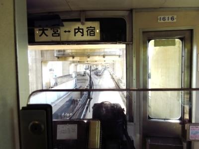 高架下の丸山駅