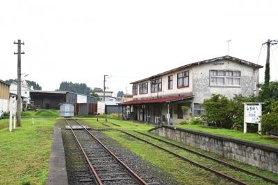 旧七戸駅駅舎とホーム