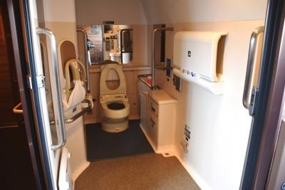 H5系車椅子対応の大型多機能トイレ