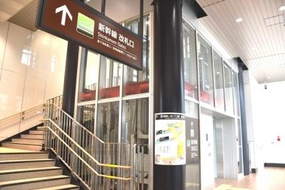奥津軽いまべつ駅エレベーター2基と115段の階段