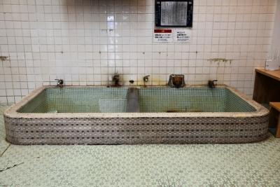 黒石市松の湯交流館総タイル張りの浴槽