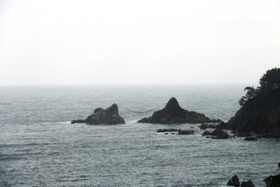 堀内駅から望む夫婦岩