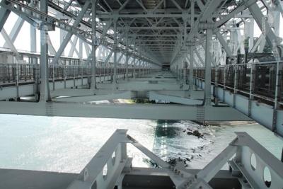 橋桁下部の鉄道敷設可能構造