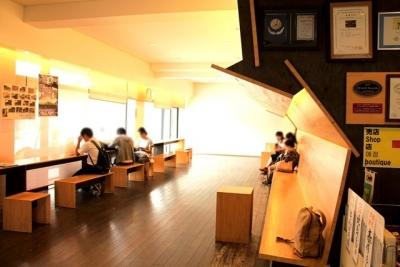 中村駅カフェのような待合室
