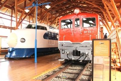 0系新幹線とDF50形ディーゼル機関車1号機