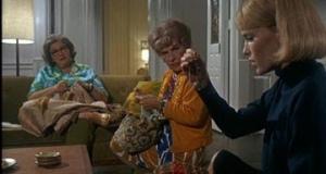 人の家に来て編み物するな