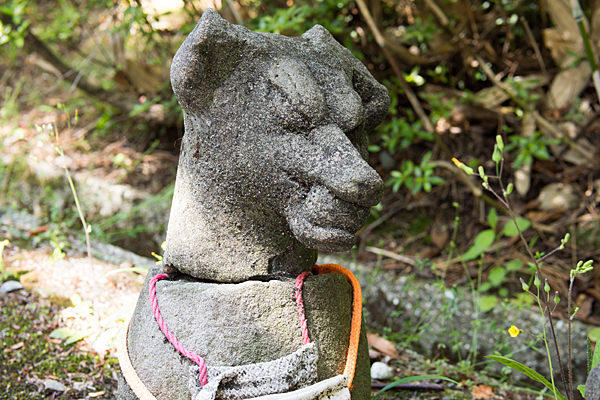 おきつねさんの石像