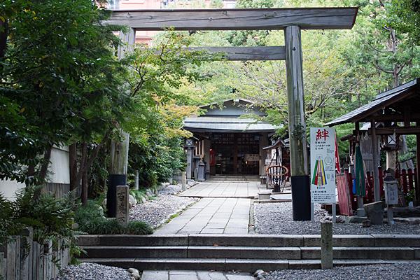 洲崎神社参道から拝殿へ