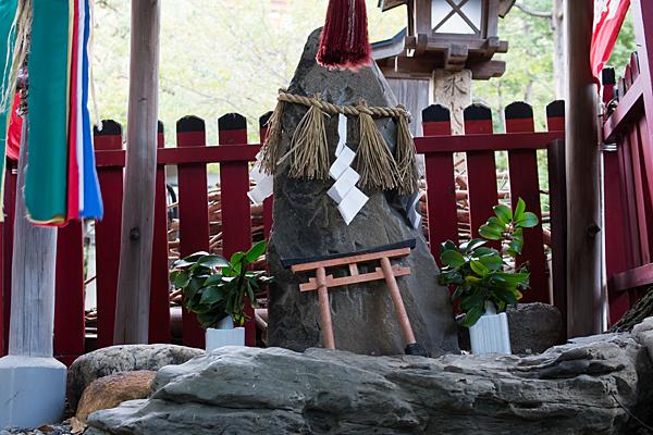 洲崎神社道祖神の石神