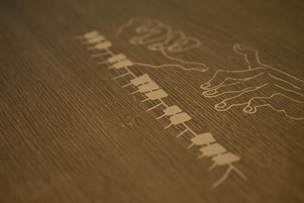 テーブルのピアノプリント