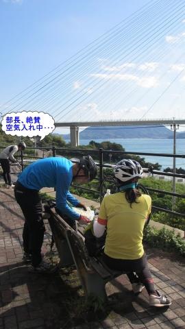 多々羅大橋に登り切る手前の休憩ポイントで空気入れ休憩^^;