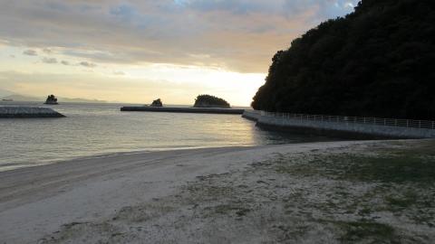 大三島憩の家の目の前の海岸