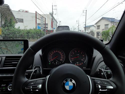 BMW M2雨