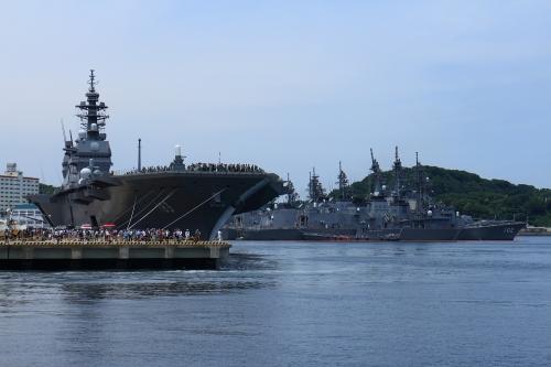 海上自衛隊横須賀基地 護衛艦「いずも」