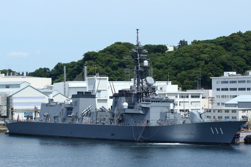 海上自衛隊横須賀基地 護衛艦「おおなみ」