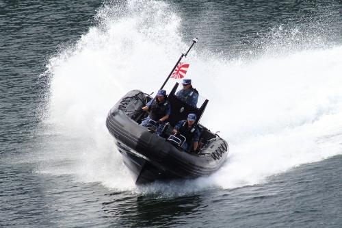 特別機動船航行展示