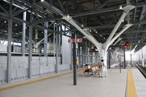 富山駅 あいの風とやま鉄道・高山線高架ホーム