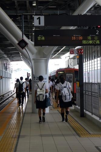 富山駅2番線ホーム