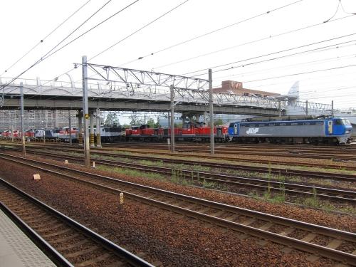 EF200-901+稲沢駅機関車群