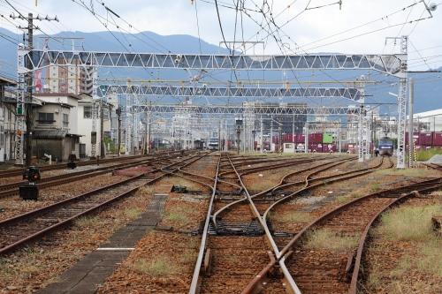 EF210-7・1090レとEF200-18 富士駅