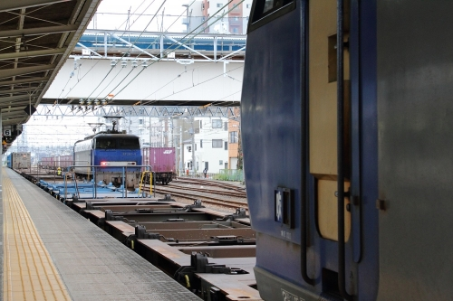 EF200-18代走・5095レ+EF200-6 富士駅