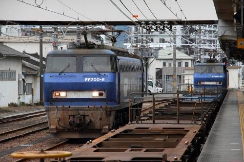 EF200-6+EF200-18代走・5095レ 富士駅
