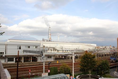 EF200-20と富士山 富士駅