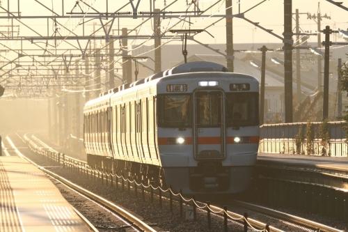 雨上がり直後の新蒲原駅