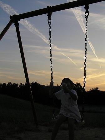 夕暮れのブランコ9120011