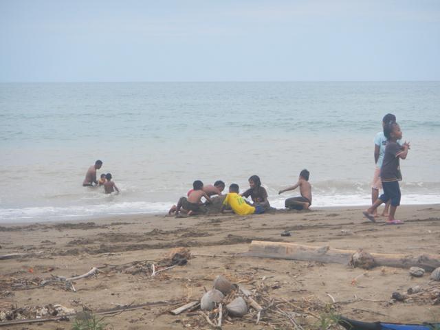 24子供達海岸