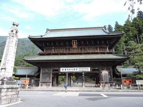 1久遠寺三門