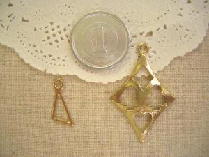 変形三角形(空枠)、トランプ模様の大きなダイヤ
