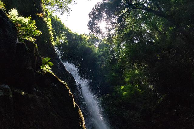 島根県雲南市に位置する雲見の滝