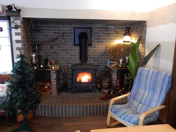 暖炉のコーナー
