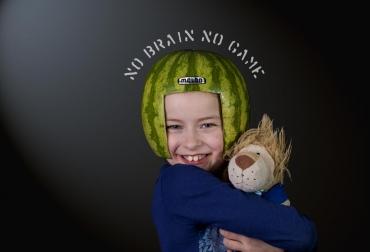 21_melon_helmets_little_girl_no_brain_no_game.jpg