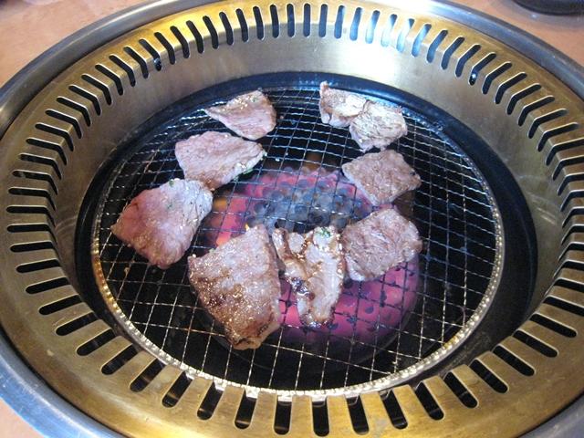 ぴこぴこ精肉店春日