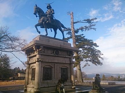 伊達政宗公の銅像です やっぱり歴史好きなものでw